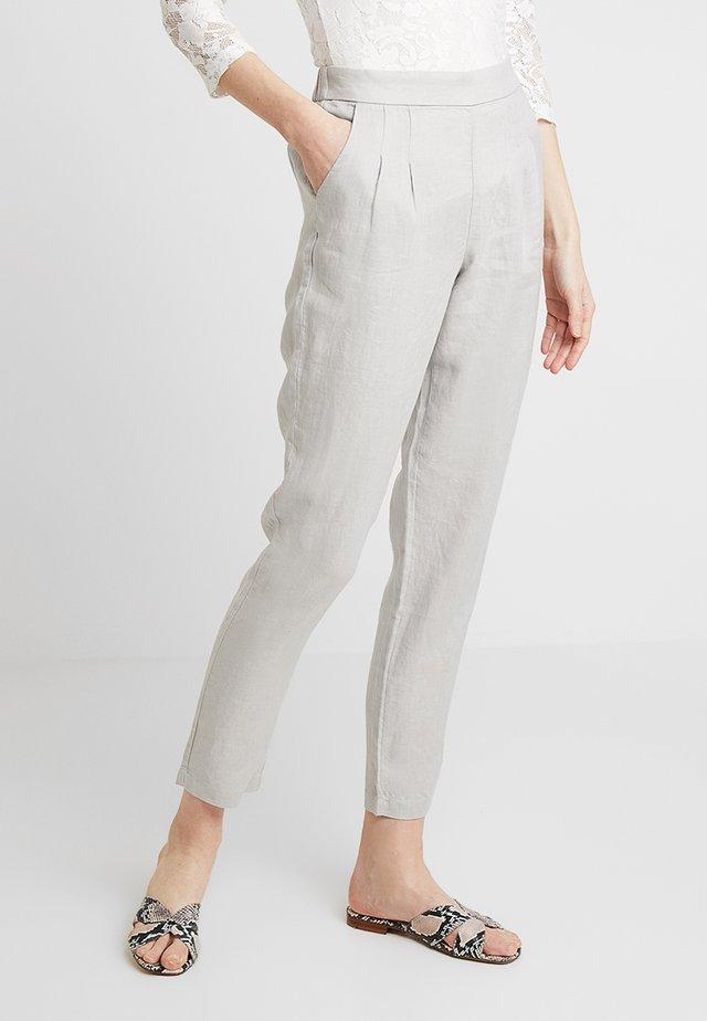 MAISON TROUSER - Kalhoty - grey
