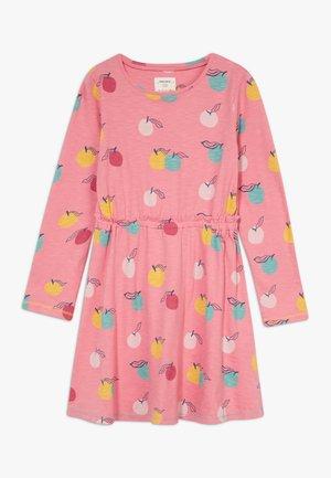 LUCY DRESS - Žerzejové šaty - sherbert pink