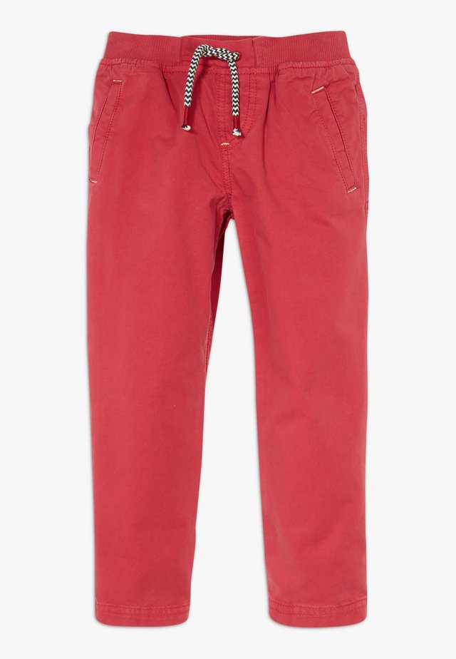 TRAVIS TROUSER - Chinos - rust red