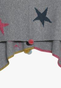 White Stuff - PAPER STARS PONCHO - Cape - grey/pink - 4