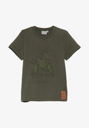 HAPPY BABY - Print T-shirt - army leaf