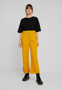 WHY7 - NINA WIDE LEG - Bukser - nug gold - 1