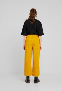 WHY7 - NINA WIDE LEG - Bukser - nug gold - 2