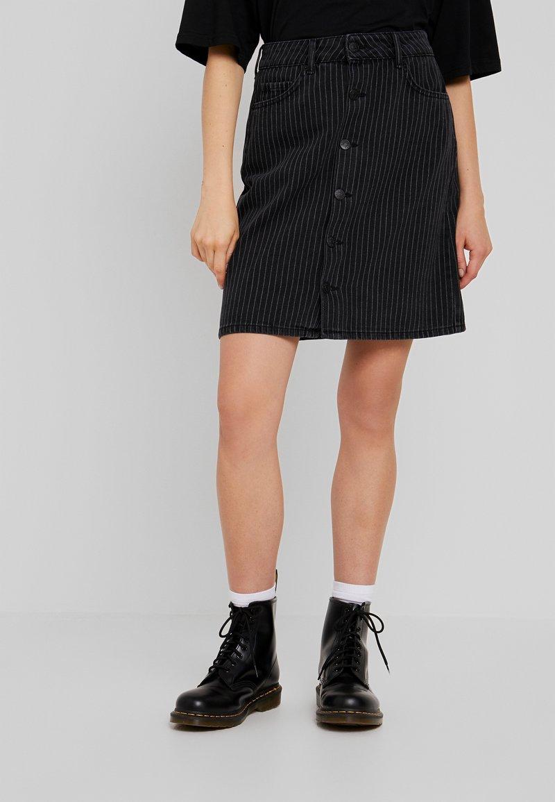 WHY7 - DANI SKIRT STRIPE - Denim skirt - black