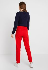 WHY7 - DANA MOM - Relaxed fit jeans - red - 2