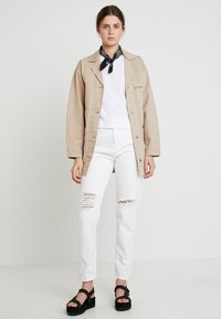 WHY7 - DANA MOM - Jeans Relaxed Fit - white - 2