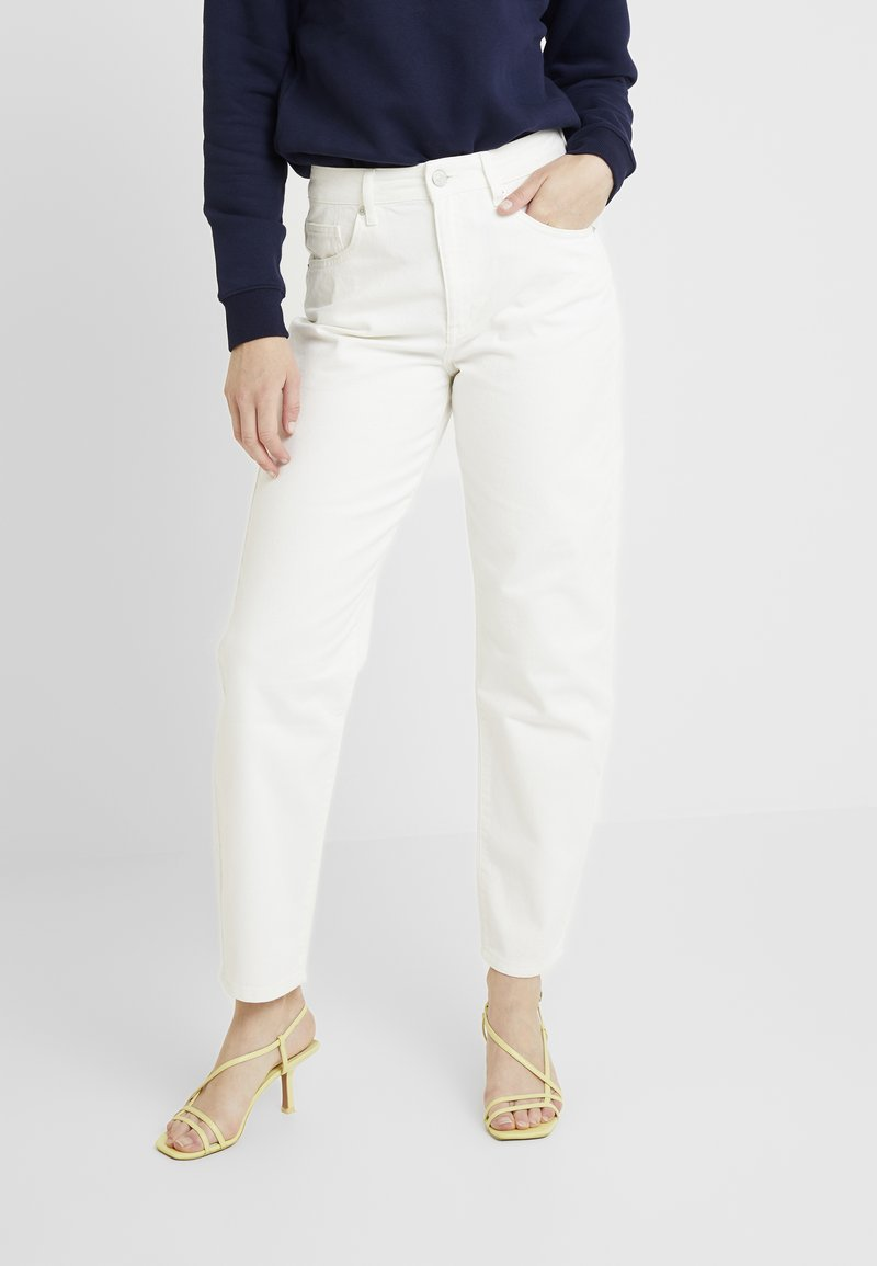 WHY7 - CRISTI CARROT - Jeans Relaxed Fit - white