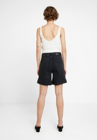 WHY7 - DIVA - Shorts di jeans - black - 2