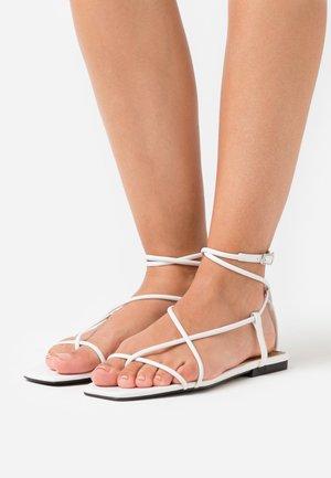 ZANDER - Sandály s odděleným palcem - prestine