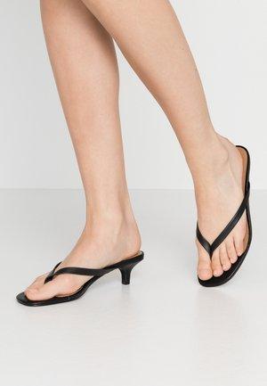 SIENA - Sandály s odděleným palcem - black