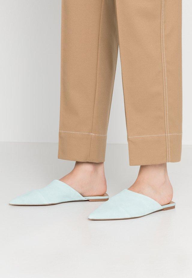 DAVIDSON - Slip-ins - bleached aqua