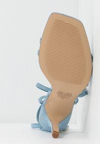 Who What Wear - EVERLY - Sandalen met hoge hak - sky blue - 6