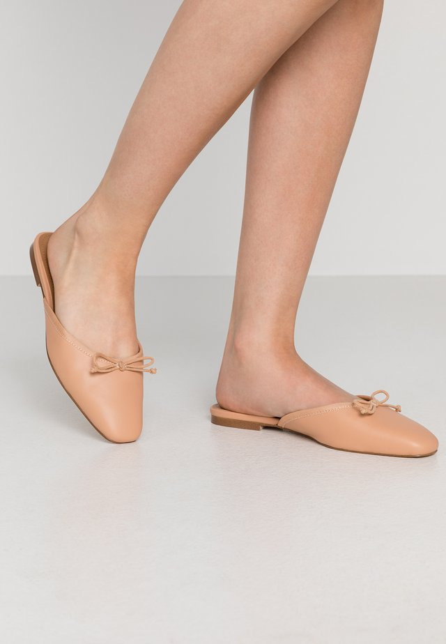 CARA - Slip-ins - natural