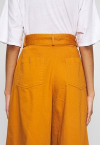Who What Wear - THE WIDE LEG PANT - Trousers - marmalade - 4