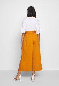 Who What Wear - THE WIDE LEG PANT - Trousers - marmalade - 2