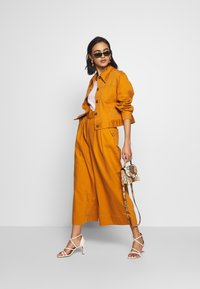 Who What Wear - THE WIDE LEG PANT - Trousers - marmalade - 1