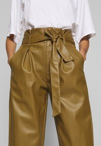 Who What Wear - TIE TROUSERS - Bukse - army - 5