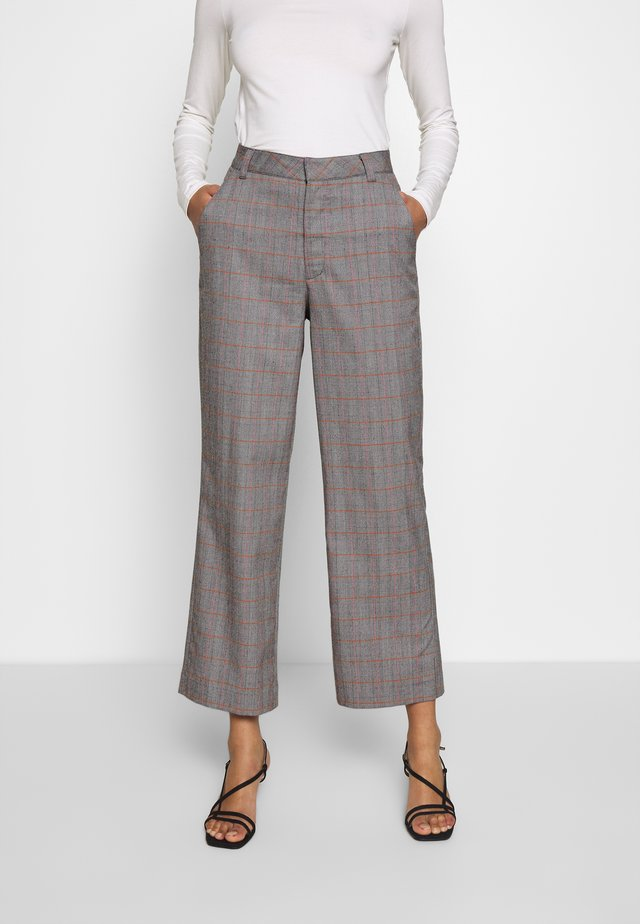 THE CROPPED TROUSER - Tygbyxor - grey