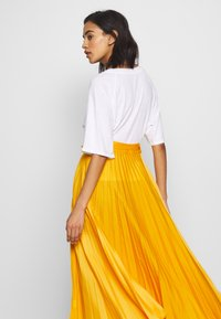 Who What Wear - THE PLEATED WRAP SKIRT - A-line skirt - sunflower - 3