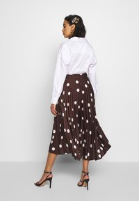 Who What Wear - THE PLEATED WRAP MIDI SKIRT - A-line skjørt - brown - 2