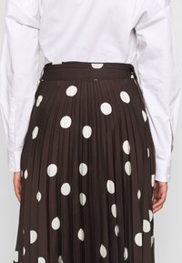 Who What Wear - THE PLEATED WRAP MIDI SKIRT - A-line skjørt - brown - 5