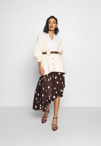 Who What Wear - THE PLEATED WRAP MIDI SKIRT - A-line skjørt - brown - 1