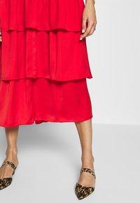 Who What Wear - THE RUFFLE MIDI DRESS - Vestido informal - carmine red - 5