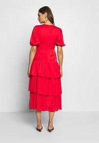 Who What Wear - THE RUFFLE MIDI DRESS - Vestido informal - carmine red - 2
