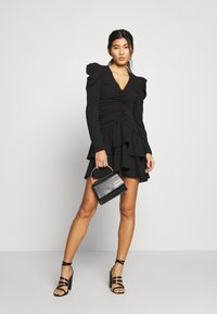Who What Wear - THE RUCHED MINI DRESS - Cocktailkjole - black - 2