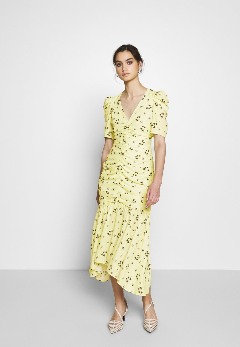 Who What Wear - THE RUCHED FISHTAIL DRESS - Kjole - yellow