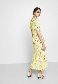 Who What Wear - THE RUCHED FISHTAIL DRESS - Kjole - yellow - 2