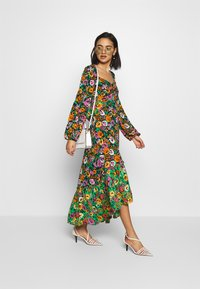 Who What Wear - THE PUFFSLEEVE MIDI DRESS - Maxikjole - green/multi - 1