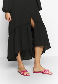 Who What Wear - THE PUFFSLEEVE MIDI DRESS - Kjole - black - 4