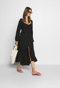 Who What Wear - THE PUFFSLEEVE MIDI DRESS - Kjole - black - 1