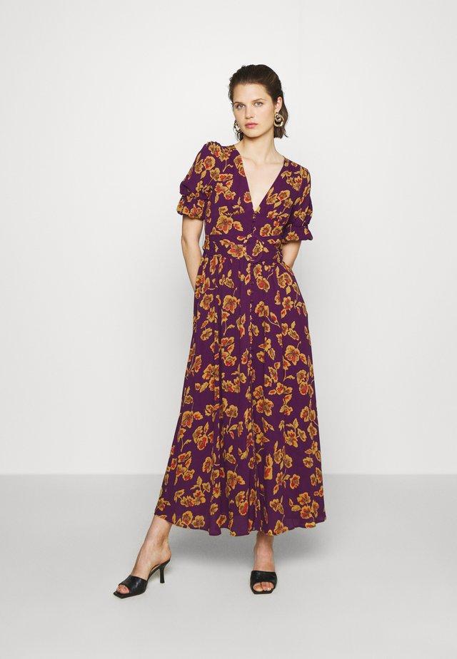 THE BELTED PUFF SLEEVE DRESS - Maxi-jurk - pop art purple