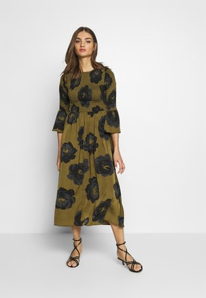 THE SMOCKED MIDI DRESS - Hverdagskjoler - army