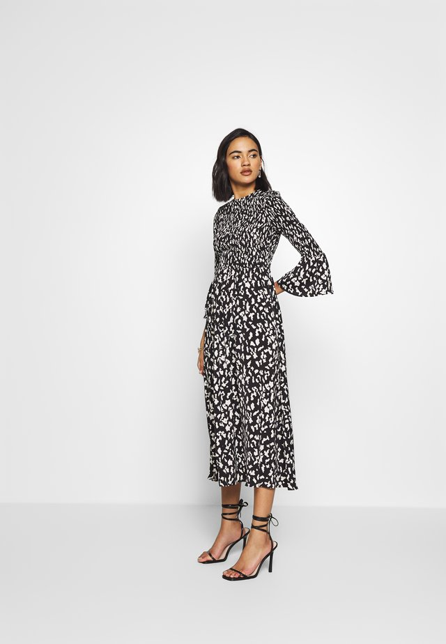 THE SMOCKED MIDI DRESS - Vardagsklänning - black / white