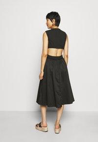 Who What Wear - CROSSOVER DRESS - Vestito estivo - black - 2