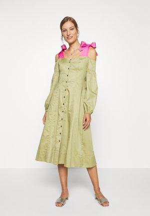 OFF THE SHOULDER DRESS - Shirt dress - cedar/doll pink