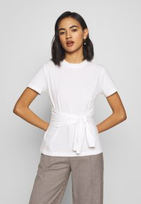 Who What Wear - THE KNOT  - T-shirts - white - 0