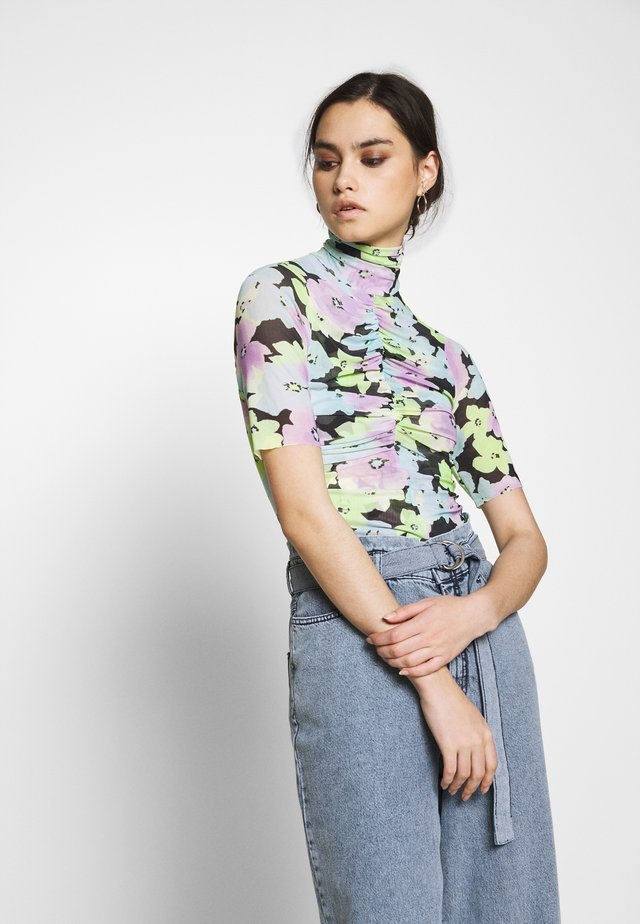 THE RUCHED  - T-shirt med print - off-white