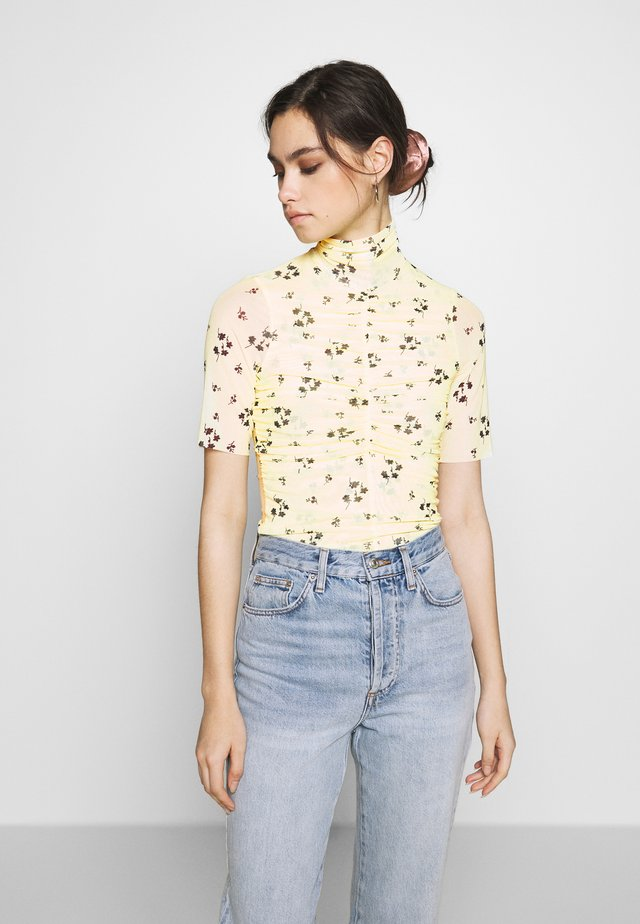 THE RUCHED - Print T-shirt - yellow
