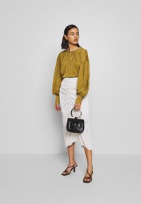 Who What Wear - THE BALLOON SLEEVE BLOUSE - Bluser - army - 1
