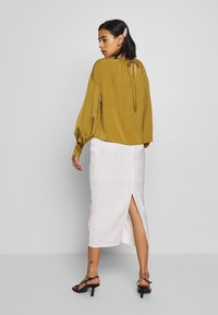 Who What Wear - THE BALLOON SLEEVE BLOUSE - Bluser - army - 2