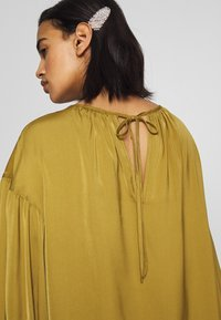 Who What Wear - THE BALLOON SLEEVE BLOUSE - Bluser - army - 5