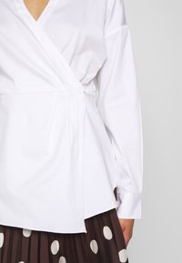 Who What Wear - THE WRAP BLOUSE - Blusa - white - 5