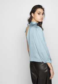 Who What Wear - THE ONE SLEEVE - Bluser - powder blue - 2