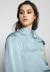 Who What Wear - THE ONE SLEEVE - Bluser - powder blue - 4