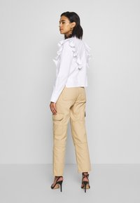 Who What Wear - THE RUFFLE - Bluser - white - 2