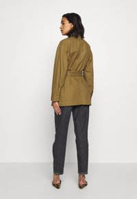 Who What Wear - THE UTILITY JACKET - Tunn jacka - army - 2